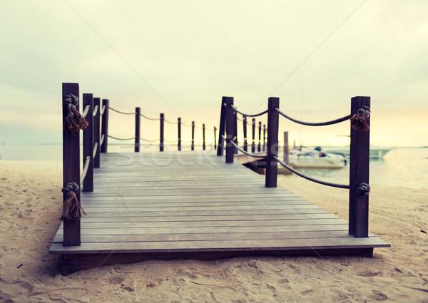 Molo tropikalnej plaży plaży morza lata Zdjęcia stock © dolgachov
