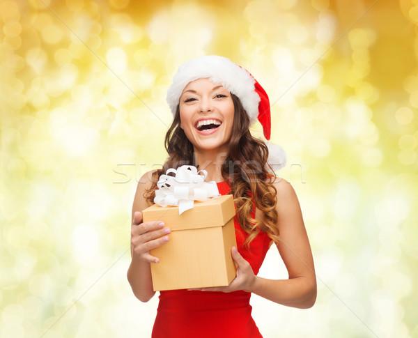 Glimlachende vrouw helper hoed geschenkdoos christmas Stockfoto © dolgachov