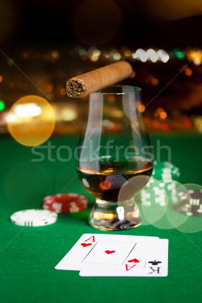 Chips tarjetas whisky cigarro mesa Foto stock © dolgachov