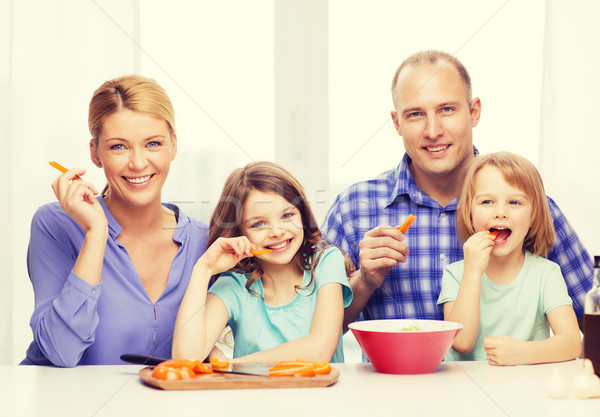 famille heureuse deux enfants manger maison alimentaire photo stock syda. Black Bedroom Furniture Sets. Home Design Ideas