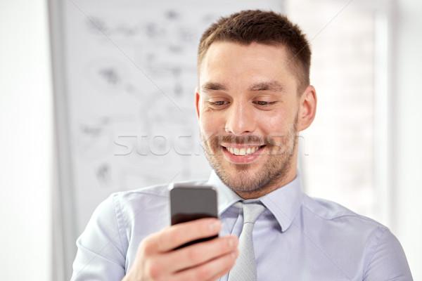 Сток-фото: молодые · улыбаясь · бизнесмен · смартфон · бизнеса · технологий