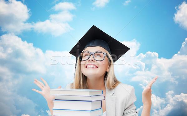 Mutlu öğrenci kız bekâr kapak kitaplar Stok fotoğraf © dolgachov