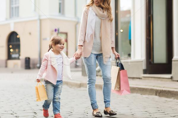 Glücklich Mutter Kind Einkaufstaschen Stadt Verkauf Stock foto © dolgachov