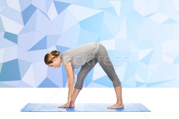 Nő készít jóga intenzív póz fitnessz Stock fotó © dolgachov