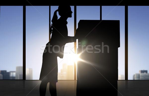 Sziluett üzletasszony költözködő dobozok iroda üzlet logisztika Stock fotó © dolgachov