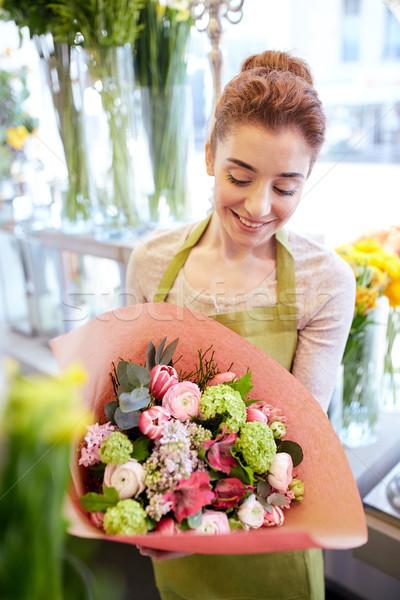 Glimlachend bloemist vrouw bos mensen Stockfoto © dolgachov
