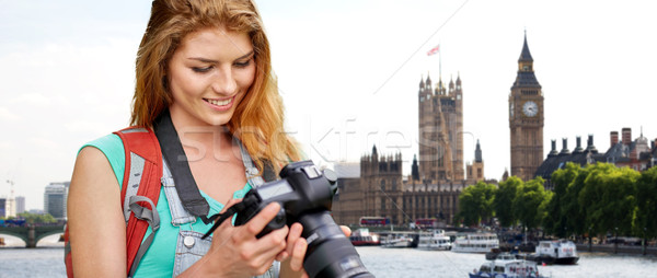 Femme sac à dos caméra Londres Big Ben Voyage Photo stock © dolgachov