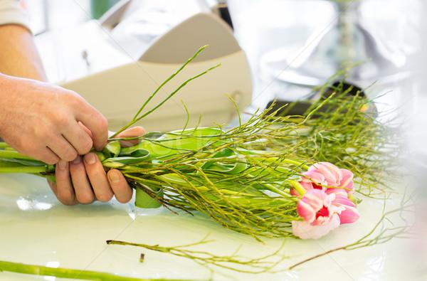 Közelkép férfi készít köteg virágüzlet emberek Stock fotó © dolgachov