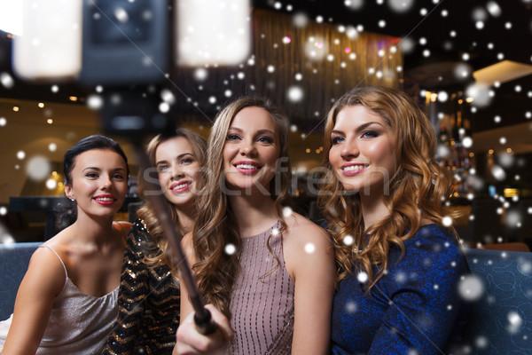 Mujeres palo club nocturno celebración amigos Foto stock © dolgachov