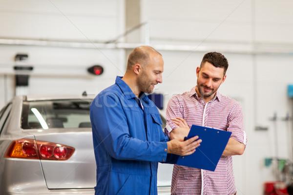 Autószerelő vágólap férfi autó bolt autó Stock fotó © dolgachov