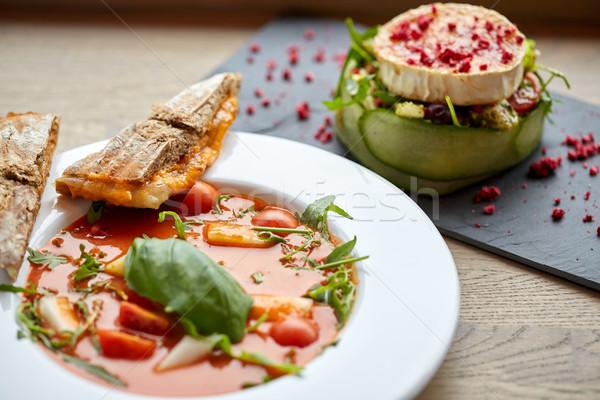 Kecskesajt saláta leves éttermi étel gasztronómiai konyha Stock fotó © dolgachov