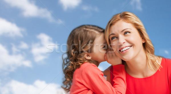 Heureux mère fille chuchotement oreille personnes Photo stock © dolgachov