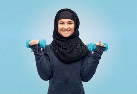Müslüman kadın başörtüsü dambıl uygunluk spor Stok fotoğraf © dolgachov
