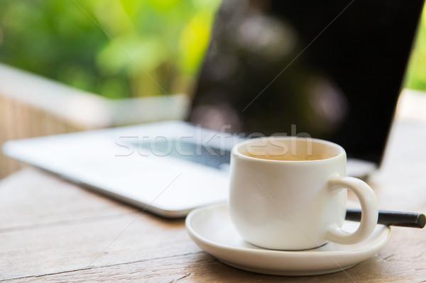 чашку кофе ноутбука таблице бизнеса напитки Сток-фото © dolgachov