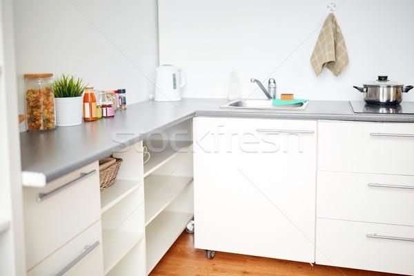 Modernen home Küche Interieur Essen Tabelle Kochen Stock foto © dolgachov