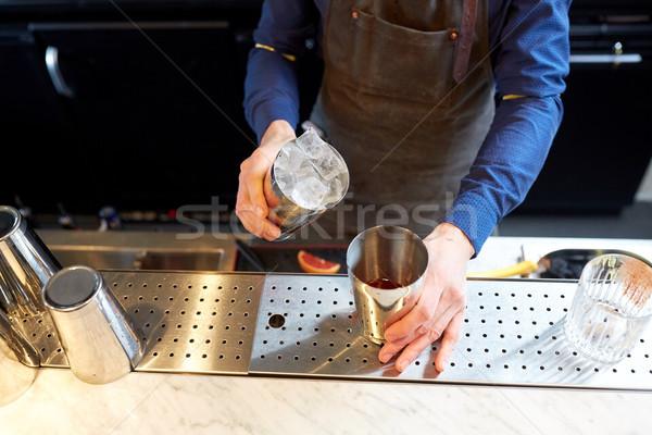 бармен льда шейкер коктейль Бар алкоголя Сток-фото © dolgachov