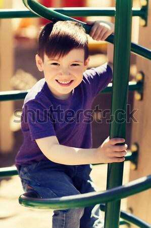 Heureux peu garçon escalade enfants aire de jeux Photo stock © dolgachov