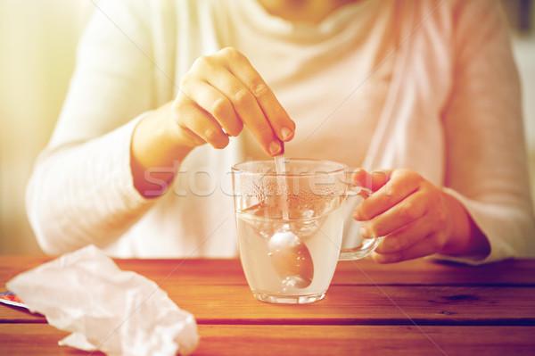 Femme médication tasse cuillère santé médecine Photo stock © dolgachov