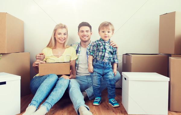 счастливая семья коробки движущихся новый дом ипотечный люди Сток-фото © dolgachov