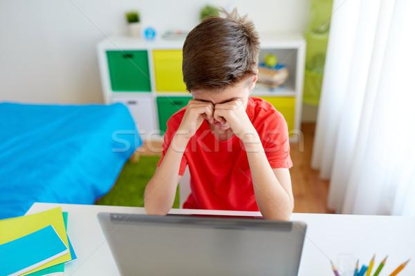 устал студент мальчика портативного компьютера домой образование Сток-фото © dolgachov