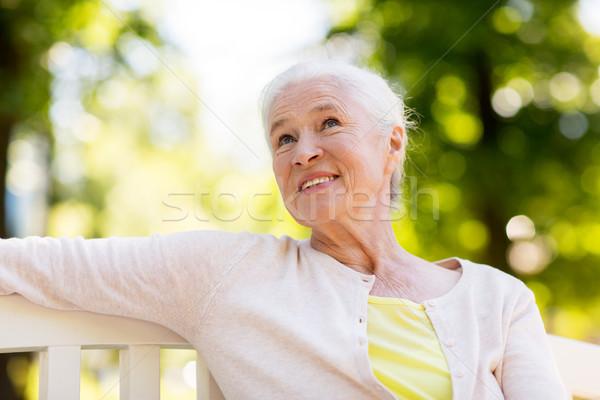 Gelukkig senior vrouw vergadering bank zomer Stockfoto © dolgachov