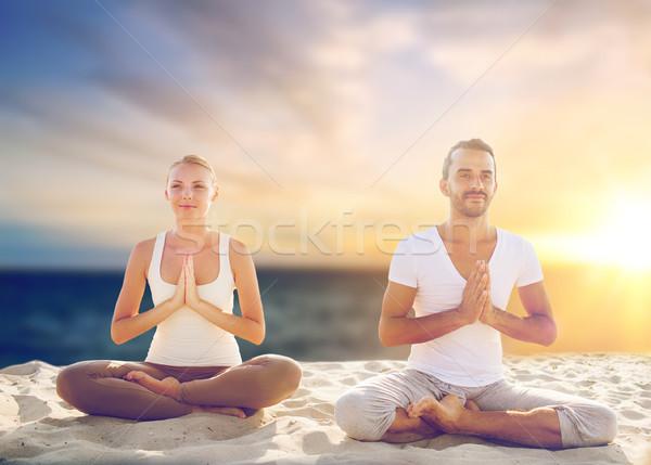 Stock fotó: Pár · készít · jóga · meditál · tengerpart · harmónia