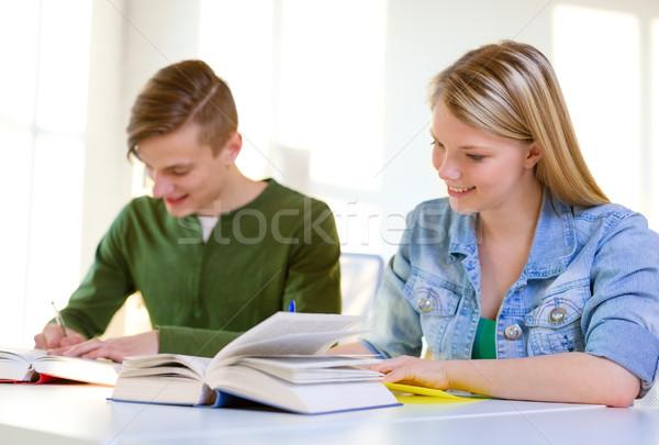 Studenten Lehrbücher Pfund Schule Bildung zwei Stock foto © dolgachov