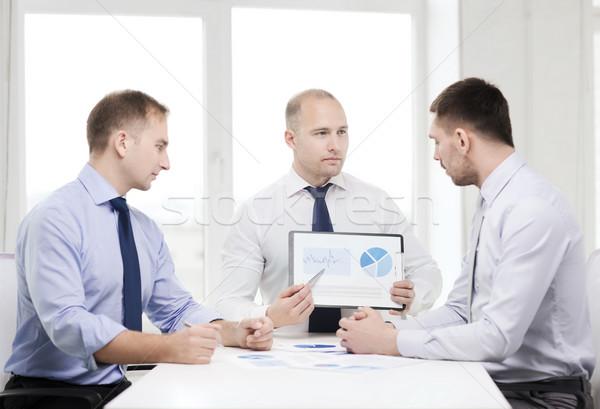 Sério empresários documentos escritório negócio empresário Foto stock © dolgachov