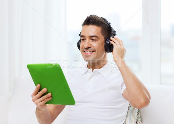 笑みを浮かべて 男 ヘッドホン ホーム 技術 ストックフォト © dolgachov