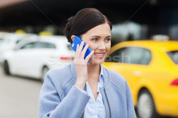 笑顔の女性 スマートフォン タクシー 市 旅行 出張 ストックフォト © dolgachov