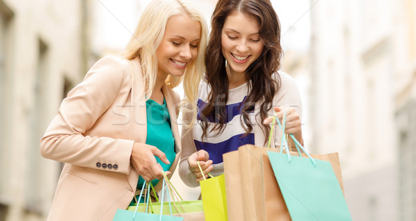 Mooie vrouwen verkoop winkelen toerisme Stockfoto © dolgachov