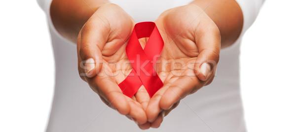 Mani rosso aiuti consapevolezza nastro Foto d'archivio © dolgachov
