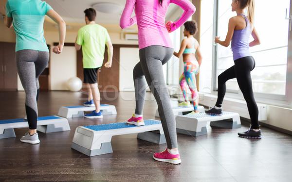 Las personas que trabajan fuera gimnasio fitness deporte Foto stock © dolgachov