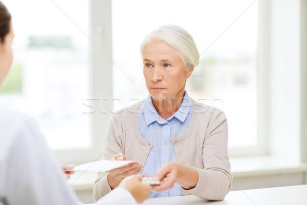 Medico prescrizione droga donna medicina età Foto d'archivio © dolgachov