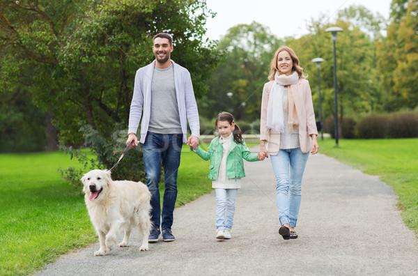 Zdjęcia stock: Szczęśliwą · rodzinę · labrador · retriever · psa · parku · rodziny · domowych