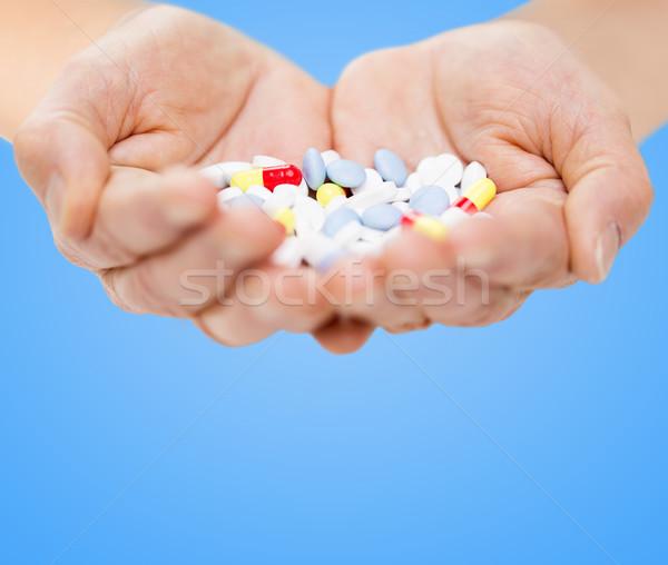 Stock fotó: Közelkép · idős · nő · kezek · tabletták · kor