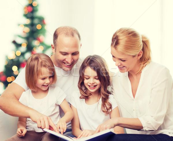 Familia feliz libro casa familia infancia vacaciones Foto stock © dolgachov