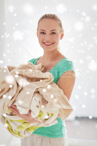 Mutlu kadın elbise çamaşırhane ev Stok fotoğraf © dolgachov