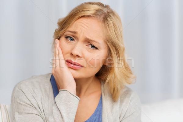 Boldogtalan nő szenvedés fogfájás otthon emberek Stock fotó © dolgachov