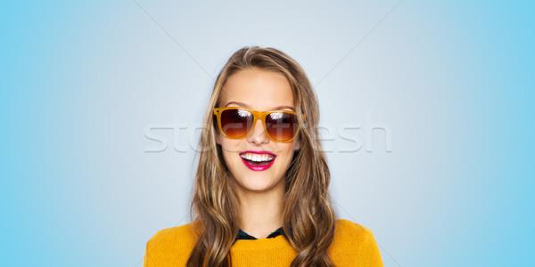 Szczęśliwy młoda kobieta teen girl okulary ludzi stylu Zdjęcia stock © dolgachov