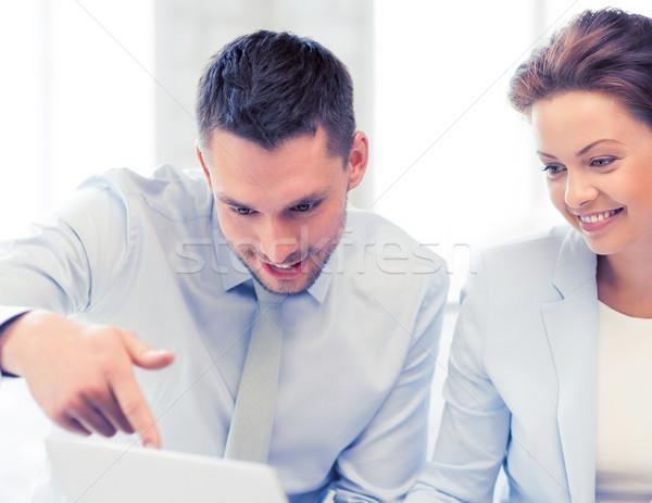 Equipo de negocios debate oficina amistoso negocios hombre Foto stock © dolgachov
