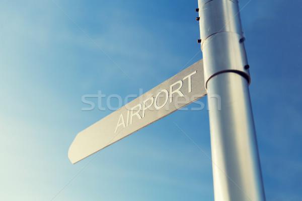 Lotniska kierunkowskaz Błękitne niebo transport kierunku Zdjęcia stock © dolgachov