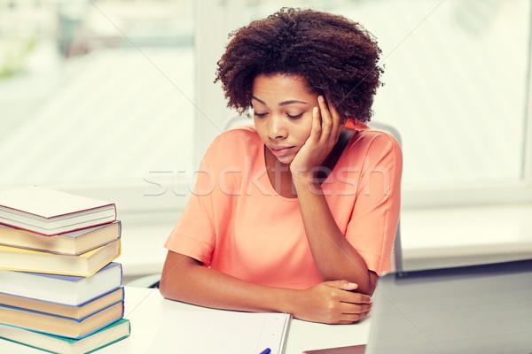 Entediado africano americano mulher lição de casa casa pessoas Foto stock © dolgachov
