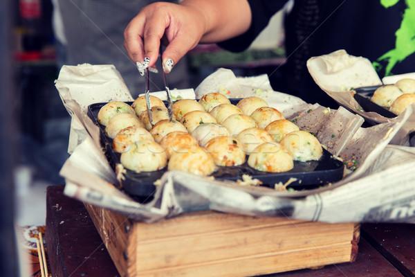 Kok handen gehaktballetjes straat koken Stockfoto © dolgachov