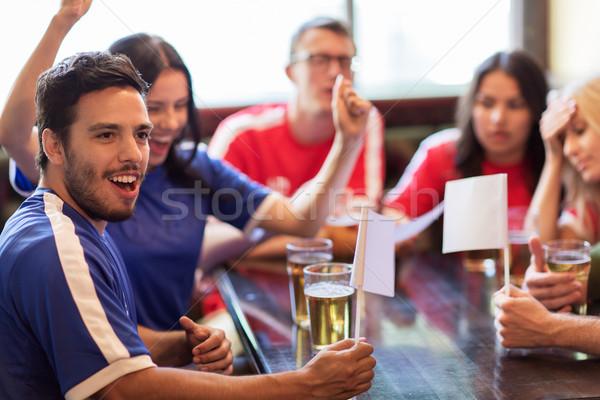 Foto stock: Aficionados · amigos · viendo · fútbol · deporte · bar