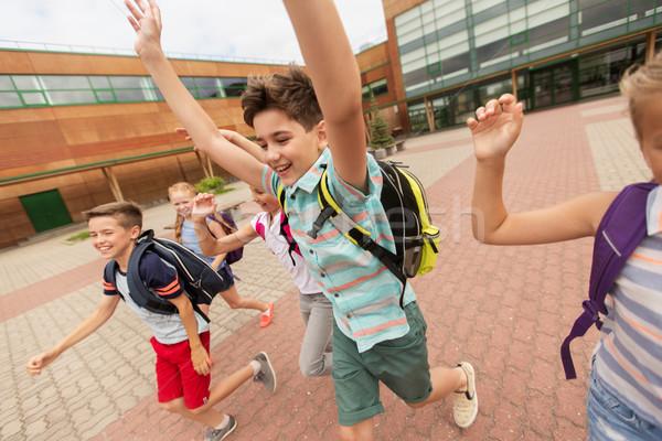 Grupo feliz escuela primaria estudiantes ejecutando primario Foto stock © dolgachov