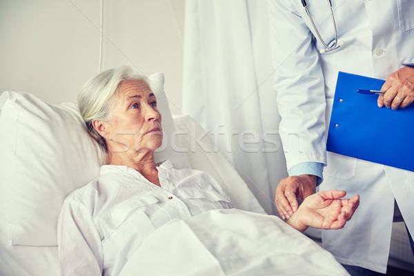 Stockfoto: Arts · senior · vrouw · pols · ziekenhuis · geneeskunde