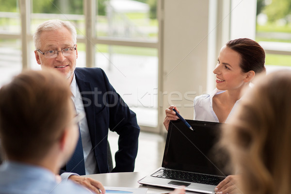 Stockfoto: Zakenlieden · laptop · vergadering · kantoor · technologie · business · team