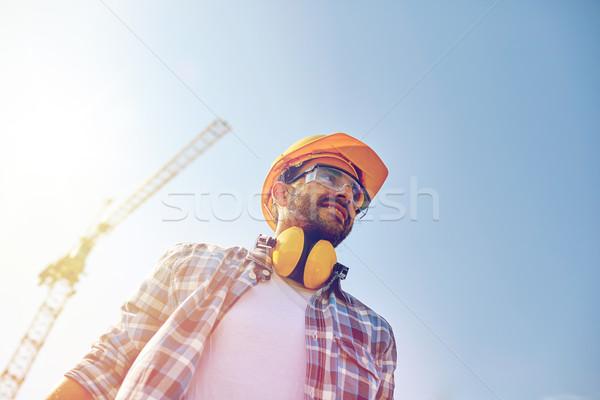 Sonriendo constructor casco de seguridad auriculares edificio personas Foto stock © dolgachov