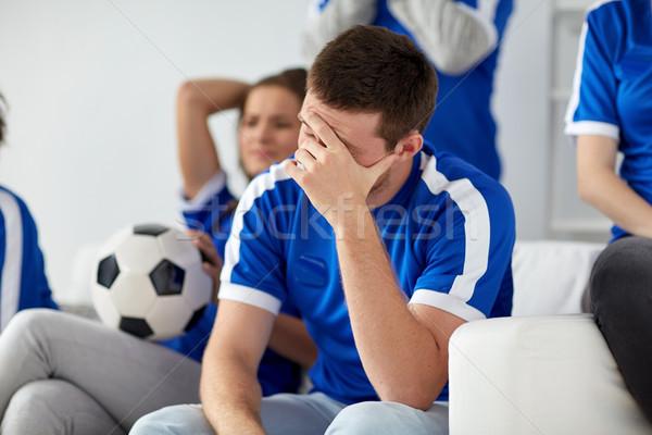 Infeliz hombre amigos fútbol aficionados casa Foto stock © dolgachov